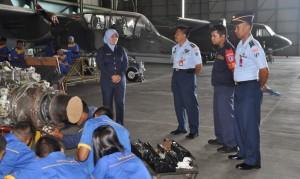 Pembingbing SMK Penerbangan Angkasa Melaksanakan Monitoring di dampingin komandan Skatek 022 Lanud abdul Rahman Saleh.