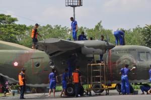Siswa diajarin cara Membersihkan Body Pesawat