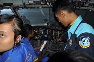 Pengecekan Instrument Pesawat Terbang.