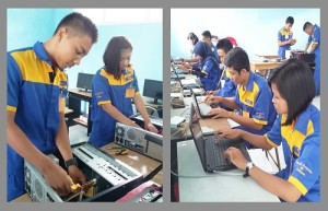 Siswa Sedang Melaksanakan Prakitan Personal Komputer.